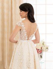 Kurzes Brautkleid mit Seide, Spitze und transparentem Rückenausschnitt Rückenansicht