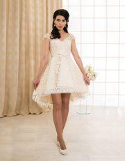 Kurzes Brautkleid mit Seide, Spitze und transparentem Rückenausschnitt vorne