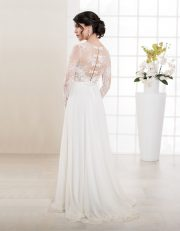 Bodenlanges Brautkleid mit langen Ärmeln und Spitze Seitenansicht Rückenansicht