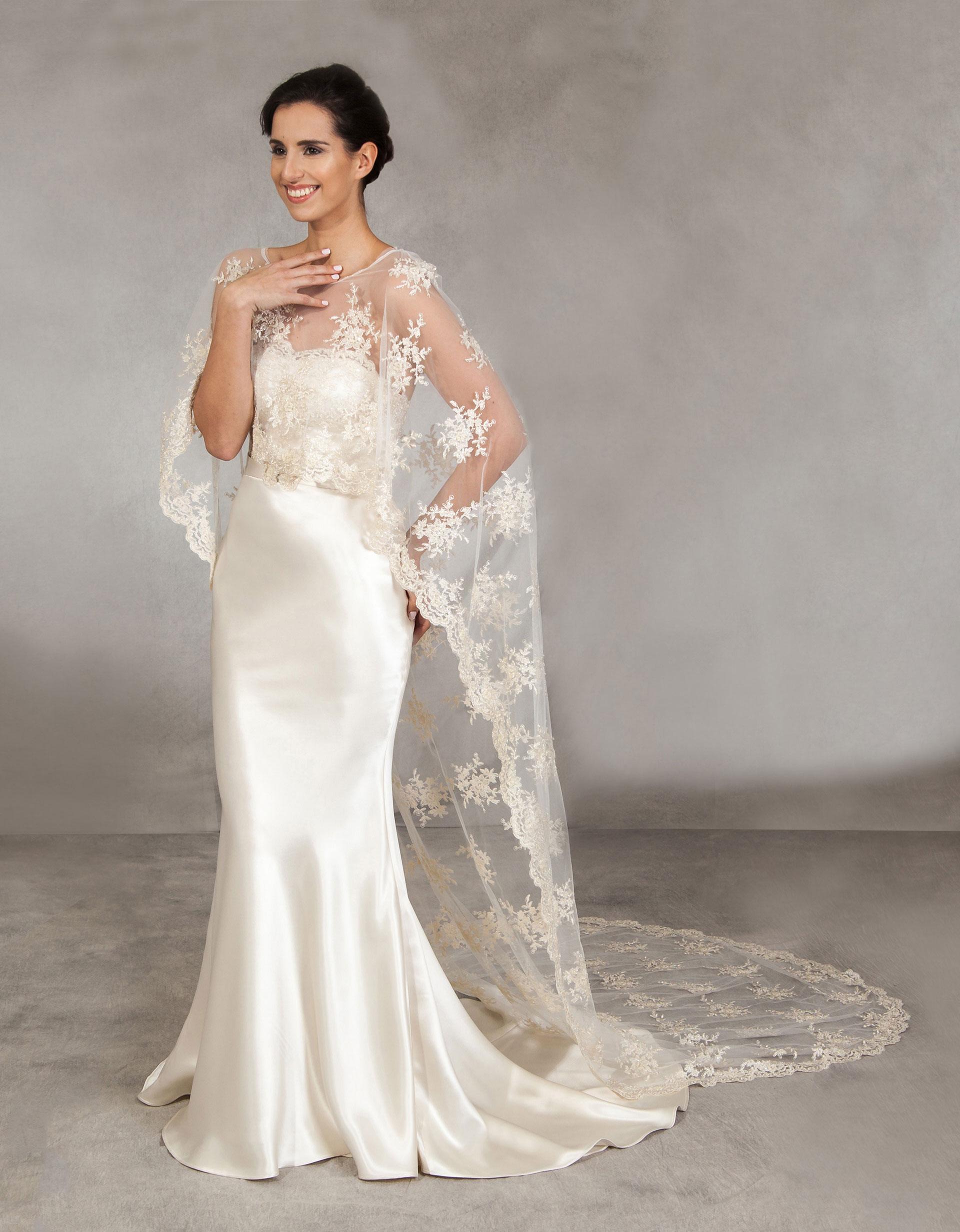Brautkleid Jade mit elegantem Cape