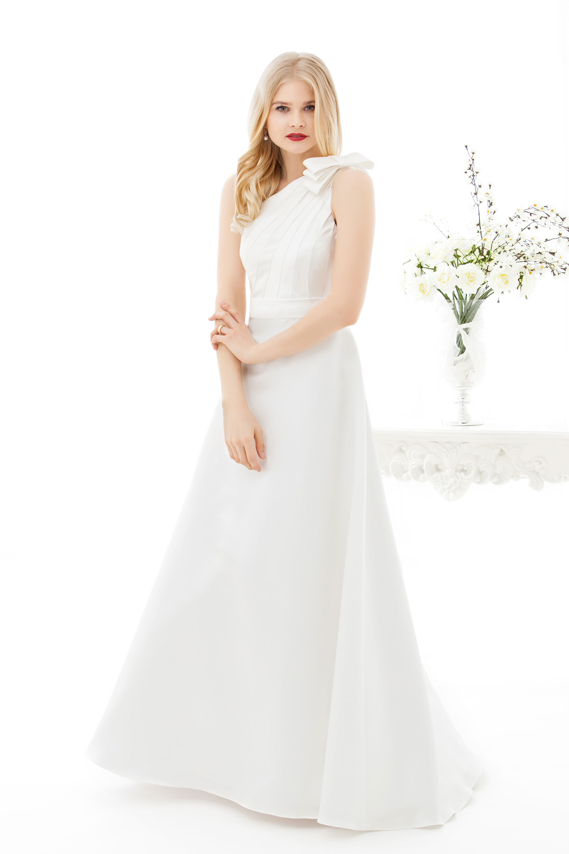 Romantisches Brautkleid Anne mit asymmetrischem Oberteil