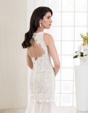 Bodenlanges Brautkleid mit Makrame Spitze und Rückenausschnitt Seitenansicht