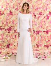 Langes Brautkleid A-Linie rückenfrei aus Chiffon mit Schleppe von vorne