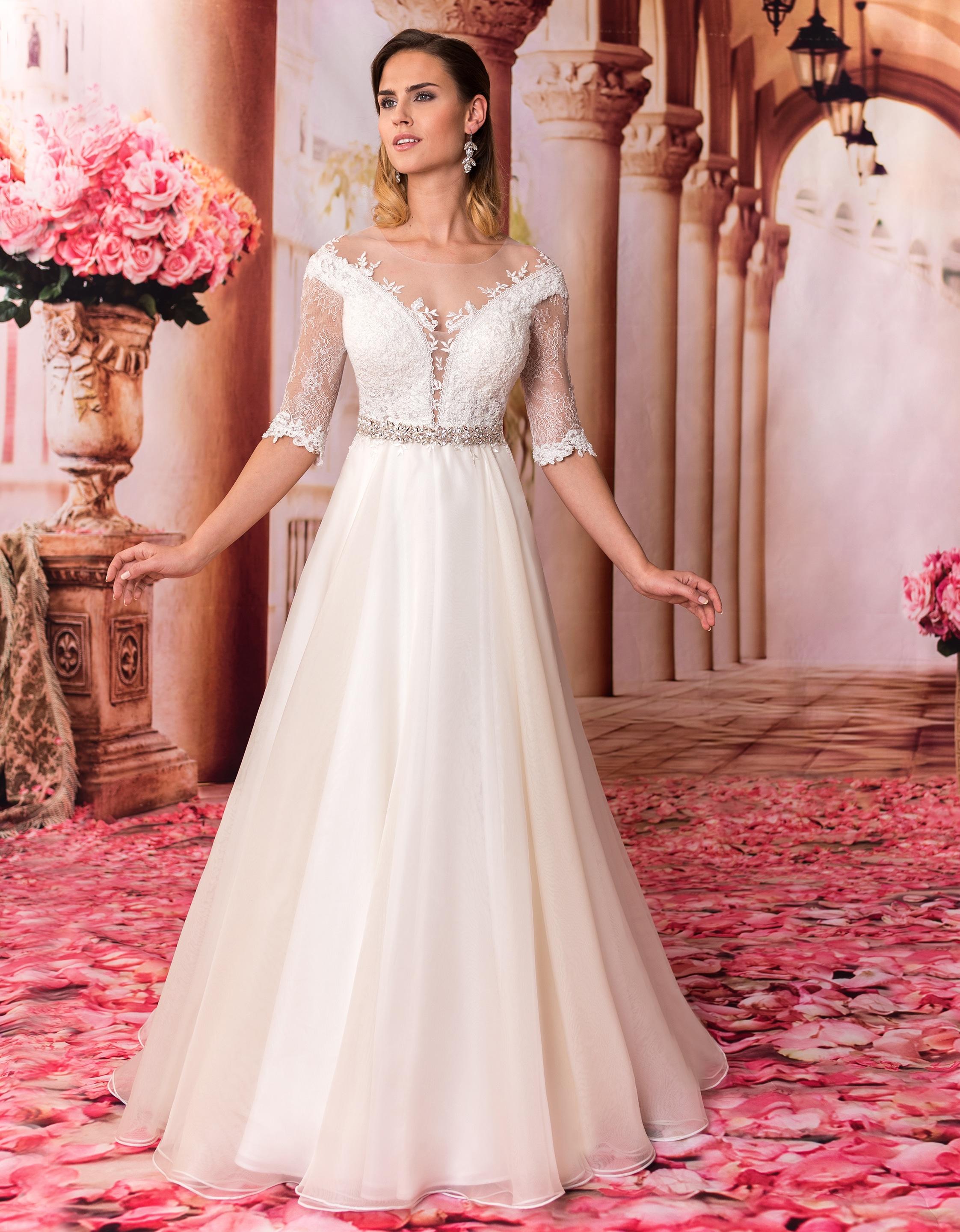 Brautkleid Prinzessin mit tiefem Rückenausschnitt & edler Spitze