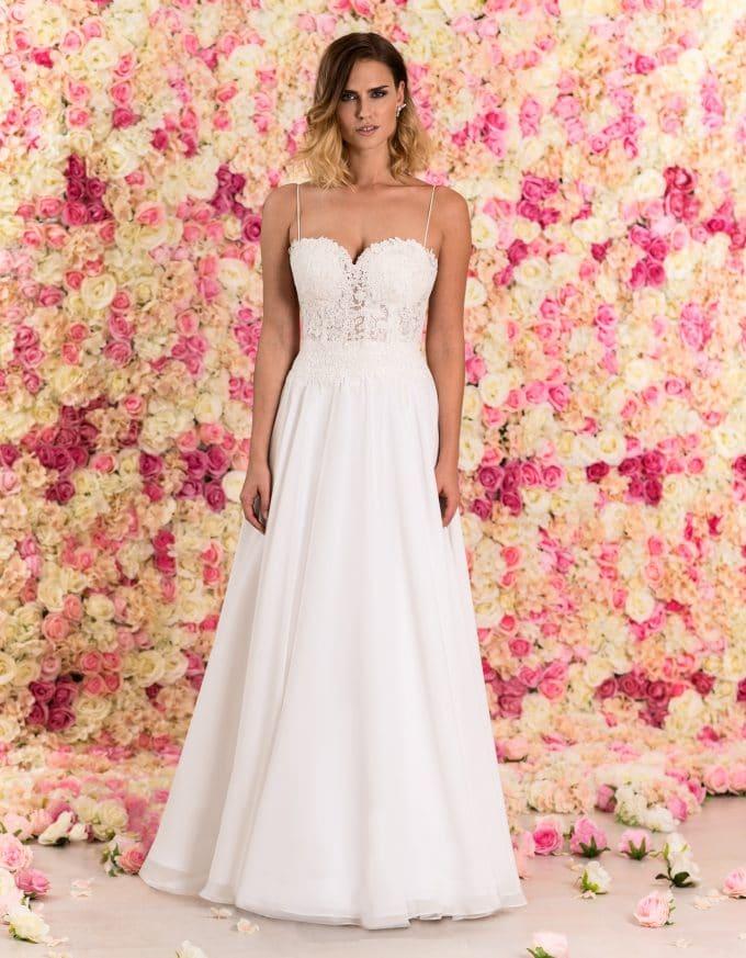 Langes Korsagen Brautkleid aus Spitze mit schmalen Trägern von vorne