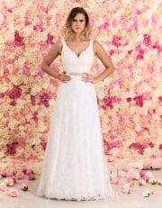 Brautkleid lang aus Spitze mit Schleppe von vorne