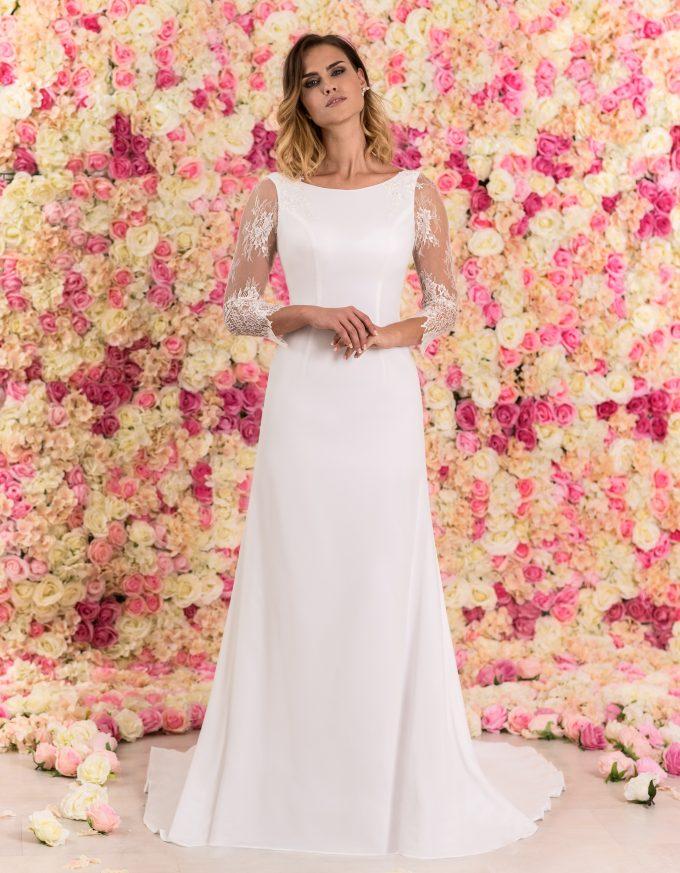 Bodenlanges Brautkleid A-Linie mit Spitze und Schleppe von vorne