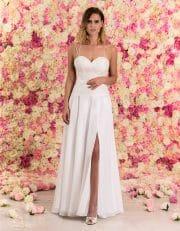 Langes Brautkleid aus Chiffon mit schmalen Trägern und Spitze von vorne
