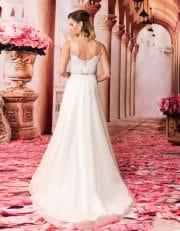 Langes Prinzessin Brautkleid mit Schleppe und V-Ausschnitt von hinten