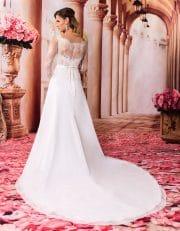 Prinzessin Brautkleid mit langer Schleppe und langen Spitzenärmeln von hinten