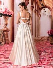 Langes Prinzessin Brautkleid mit Tellerrock und U-Boot Ausschnitt von hinten