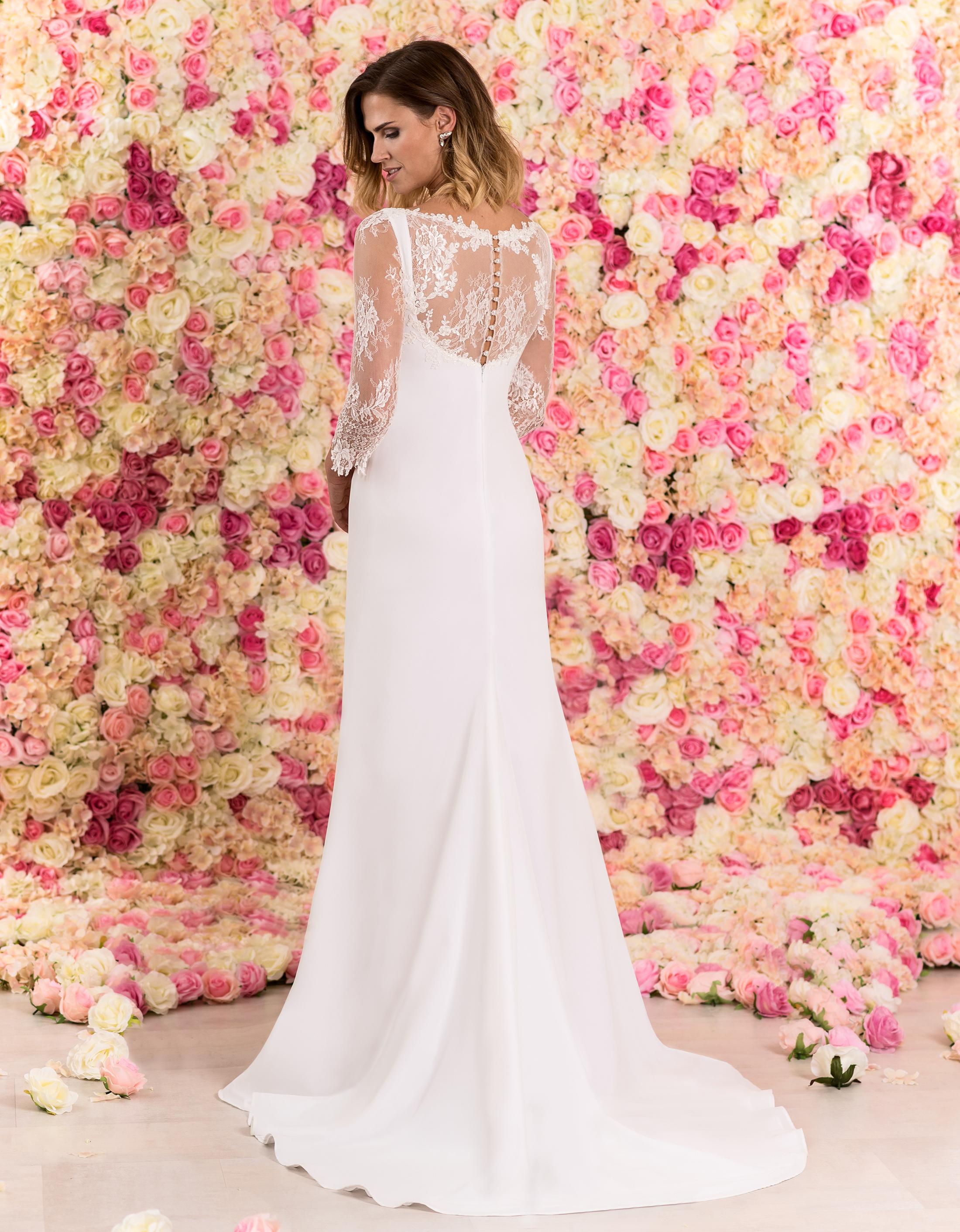 Rückansicht des Brautkleids Caprice mit tiefem Rückenausschnitt mit Spitzeneinsatz