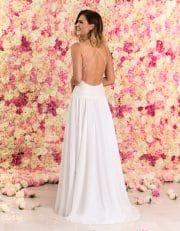 Langes Brautkleid aus Chiffon mit schmalen Trägern und Spitze von hinten