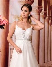 Langes Prinzessin Brautkleid mit Schleppe und V-Ausschnitt Nahaufnahme