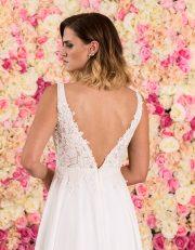 Brautkleid lang in A-Linie mit tiefem V-Ausschnitt und Spitze Nahaufnahme