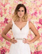 Brautkleid lang aus Spitze mit Schleppe Nahaufnahme