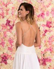 Langes Brautkleid aus Chiffon mit schmalen Trägern und Spitze Nahaufnahme