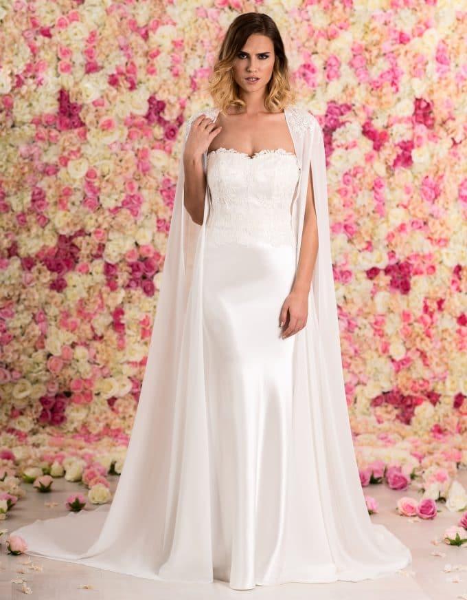 Langer Brautumhang aus Chiffon mit Schleppe von vorne