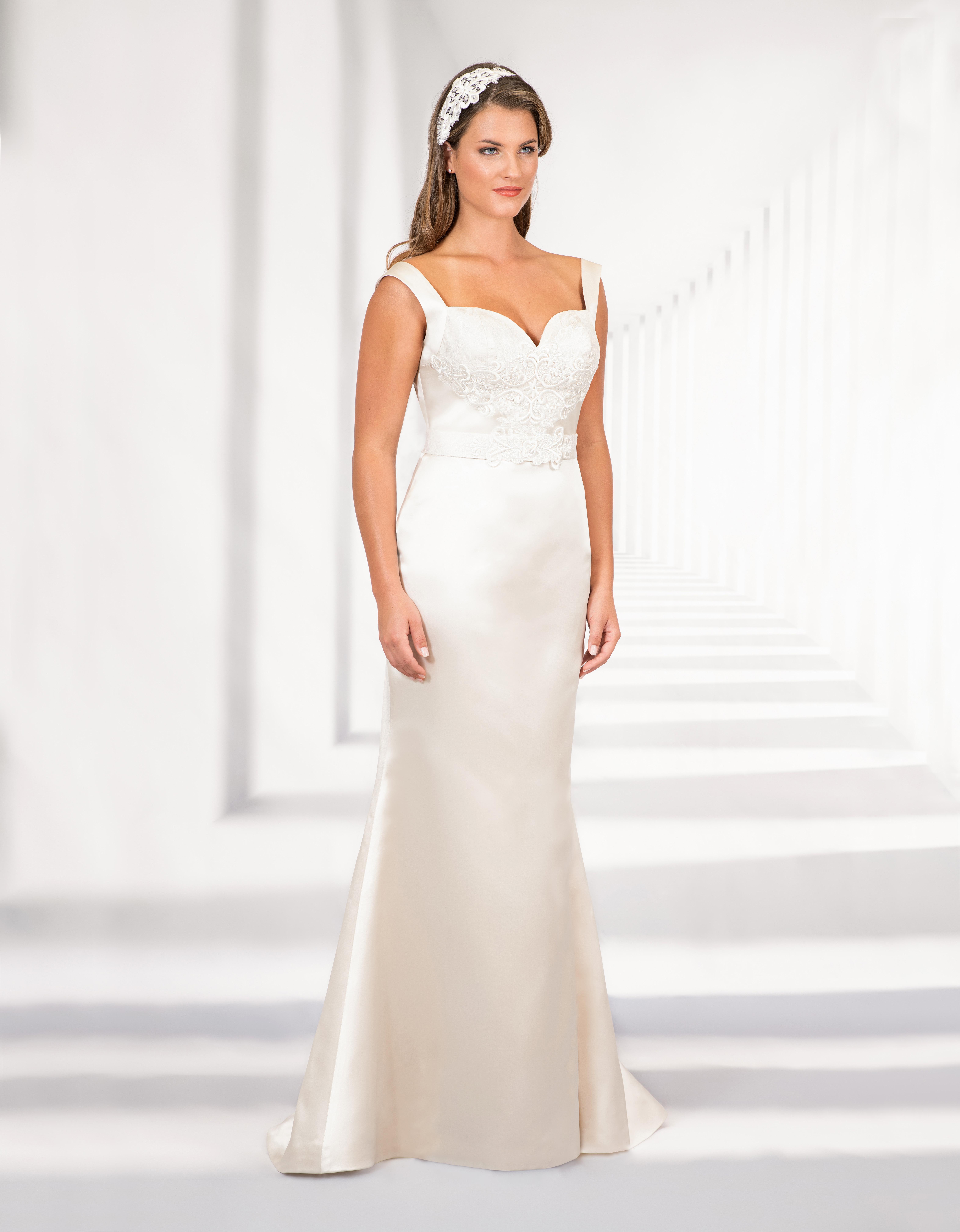 Bodenlanges Brautkleid mit Herzausschnitt und breiten Trägern
