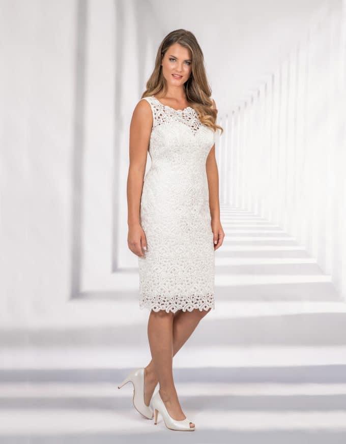 Kurzes Brautkleid mit Spitze und breiten Trägern
