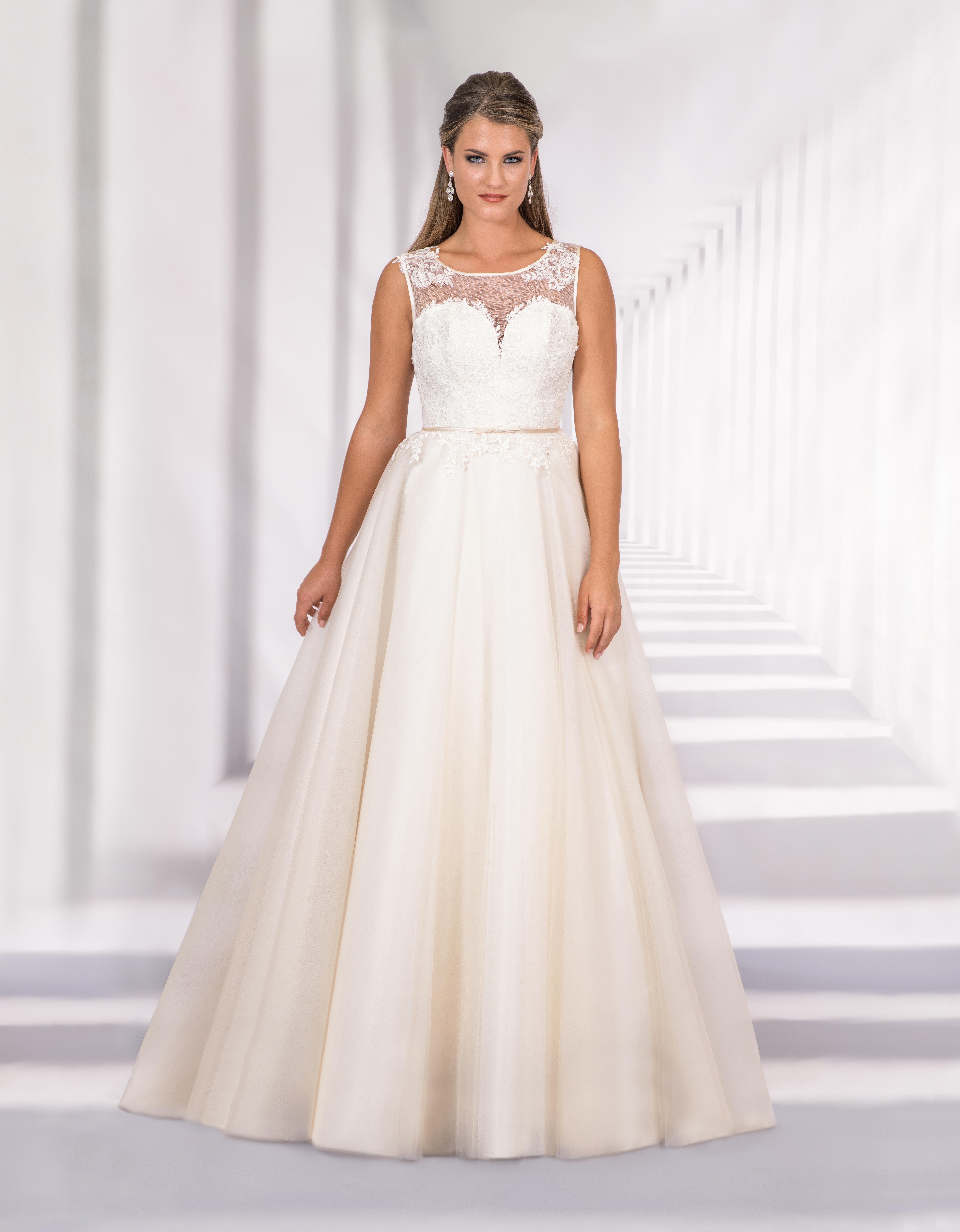 Bodenlanges Brautkleid mit transparentem Oberteil und Herzausschnitt