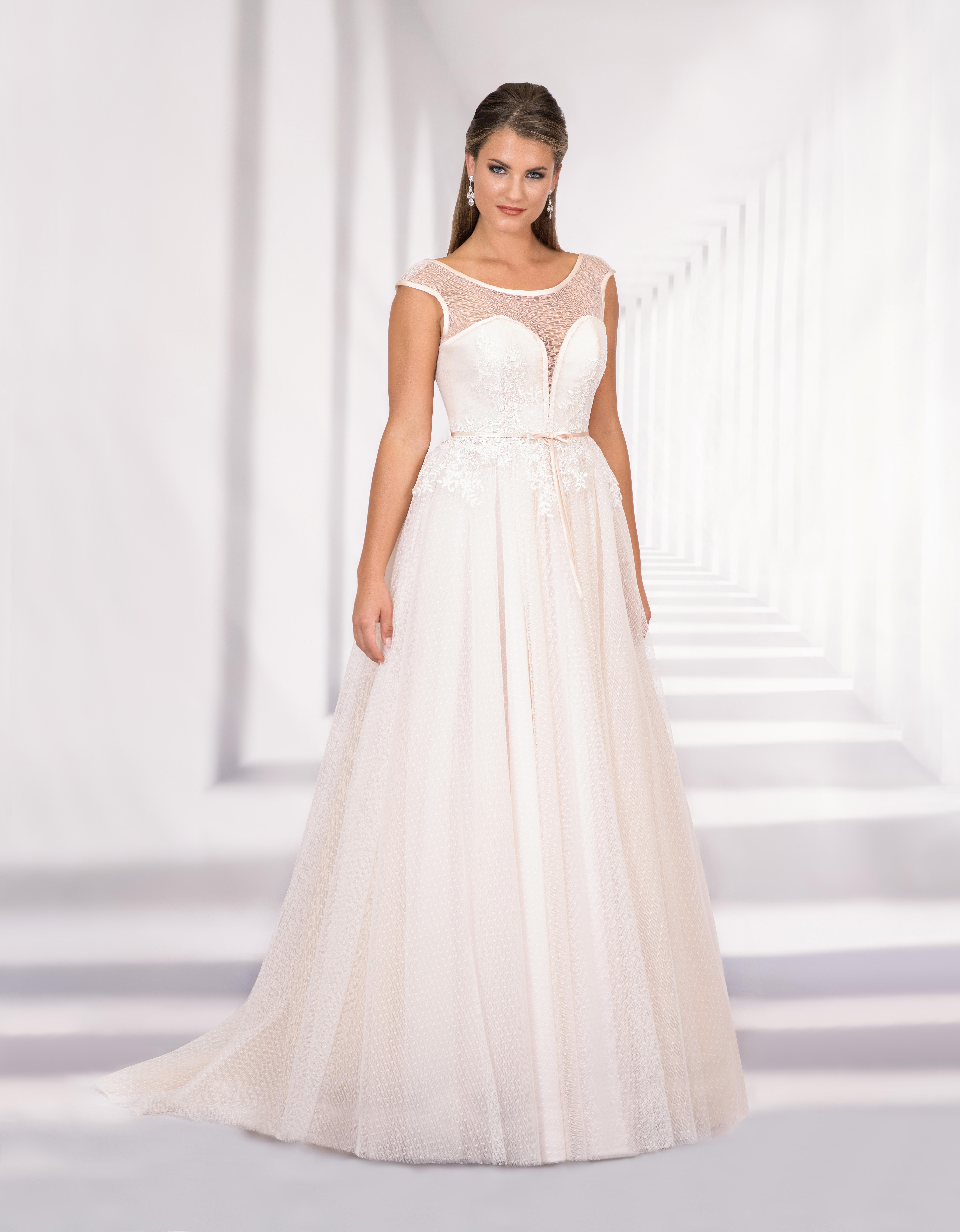Bodenlanges Brautkleid mit Herzausschnitt und transparentem Oberteil
