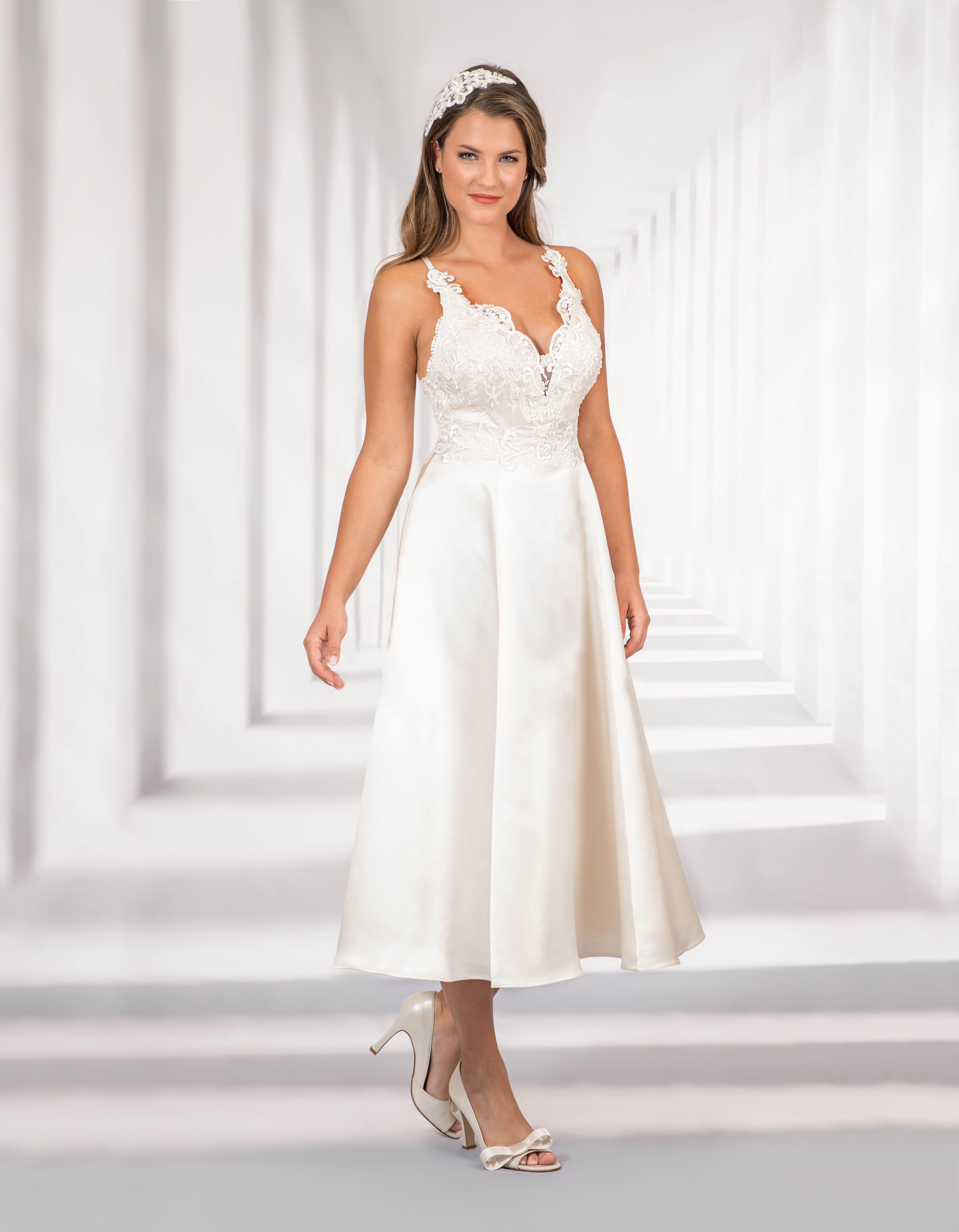 Kurzes Brautkleid mit Spitzenoberteil und tiefem Ausschnitt
