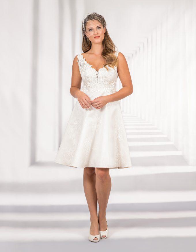 Kurzes Brautkleid mit Spitzenoberteil und kurzen Trägern