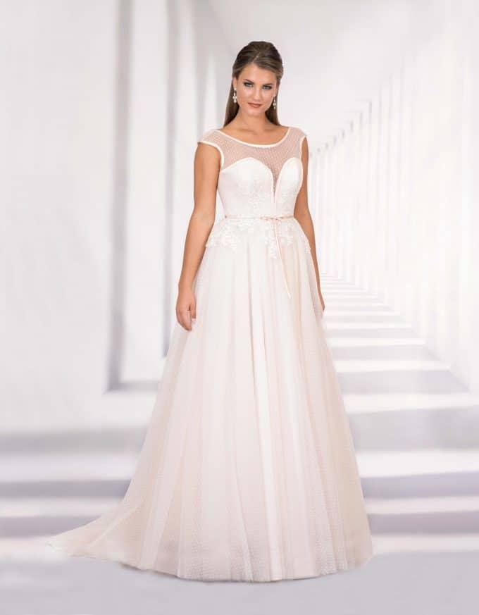 Bodenlanges Brautkleid mit Herzausschnitt und transparentem Oberteil von vorne