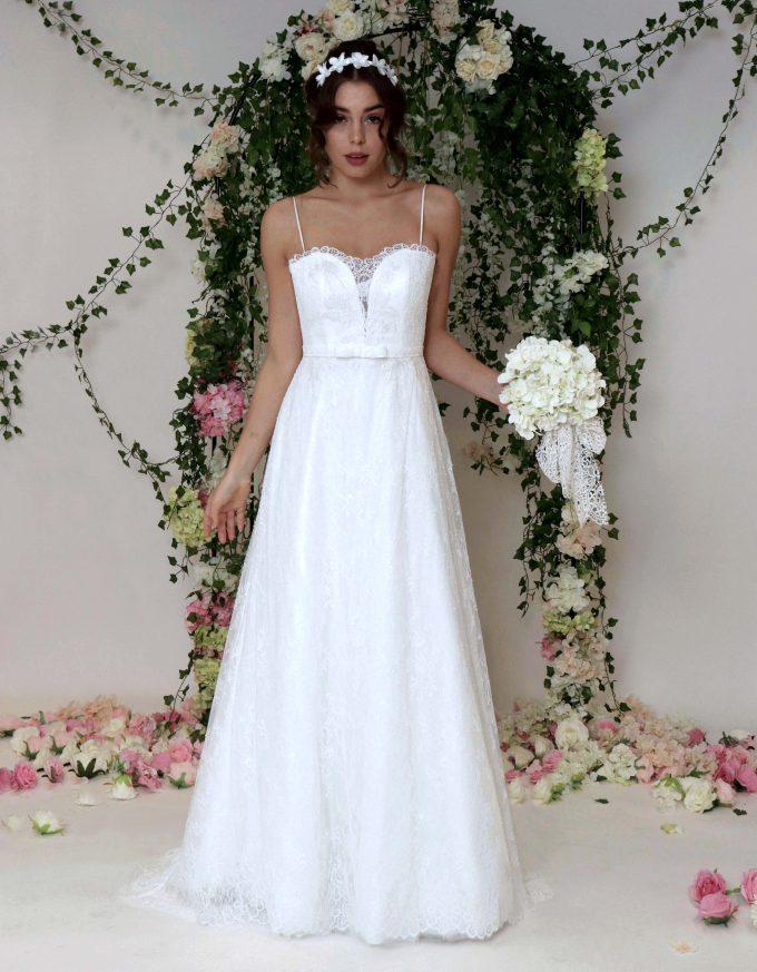 Spitzen Brautkleid in A-Linie mit feinem Trägern