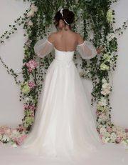 Brautkleid mit Puffärmel und perlenbesticktem Oberteil und Voluminösem Tüllrock