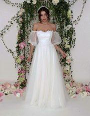 Brautkleid mit Puffärmel und perlenbesticktem Oberteil und Voluminösem Tüllrock.